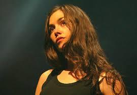 http://www.gala.fr/les_stars/leurs_bio/olivia_ruiz